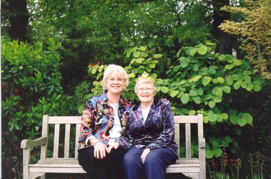 Mom w tiara & Evie Mothers Day 050805